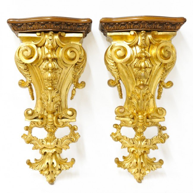 9: A PAIR OF ROCOCO CARVED AND GILDED WALL BRACKETS