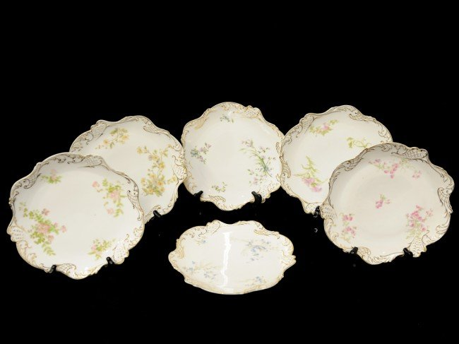 23: A SET OF SIX BAVARIAN CHINA PLATES, MARKED UNDERGLA