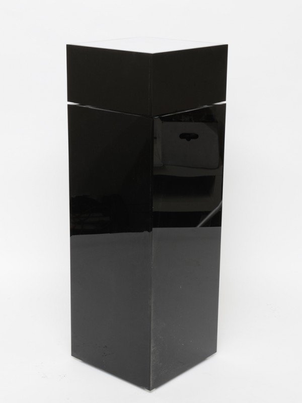 224: A LIGHTED ACRYLIC PEDESTAL WITH SWIVEL TOP