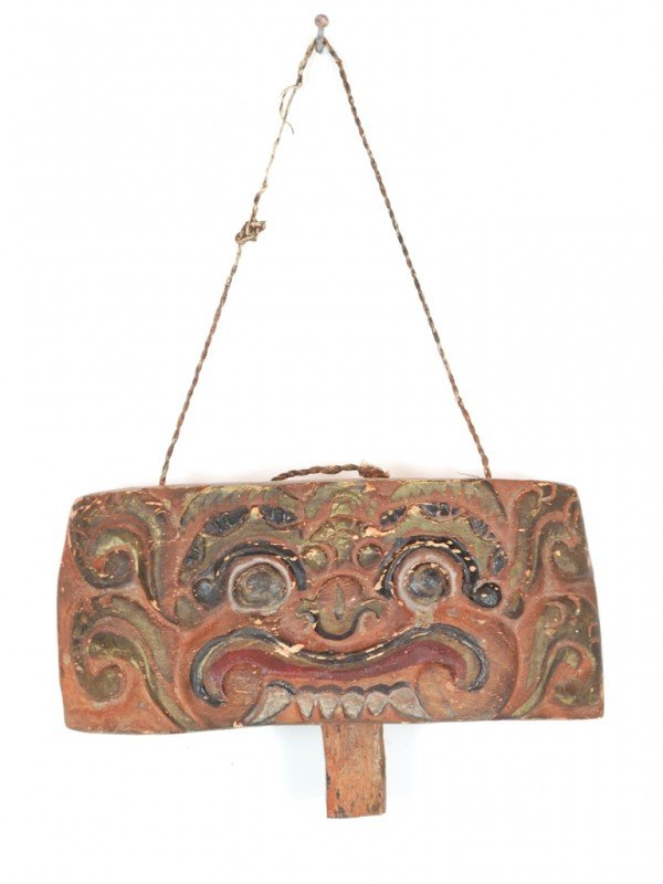 14: AN ANTIQUE WOOD CARVED BALINESE BELL DEPICTING A BA