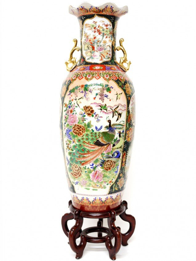 13: A HAND PAINTED CHINESE VASE ON CARVED STAND