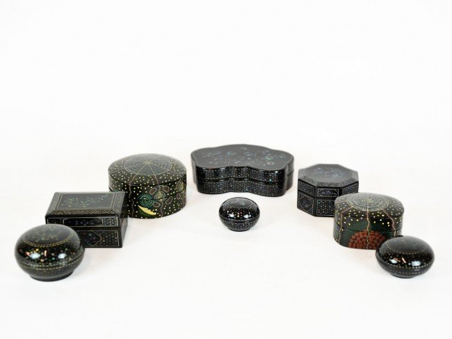 18: A GROUP OF SMALL BLACK LACQUERED BOXES, TWO FROM AU
