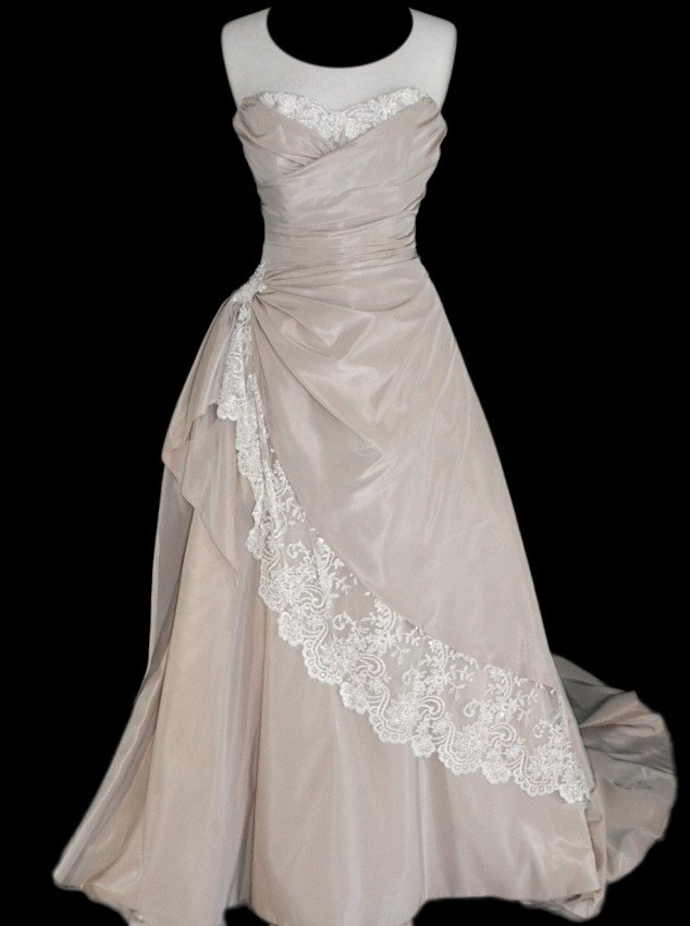 4: WEDDING GOWN by Maggie Sottero Size 12 Style Name/Nu