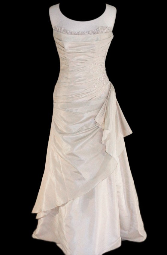 5: WEDDING GOWN by Maggie Sottero Size 8 Style Name/Num