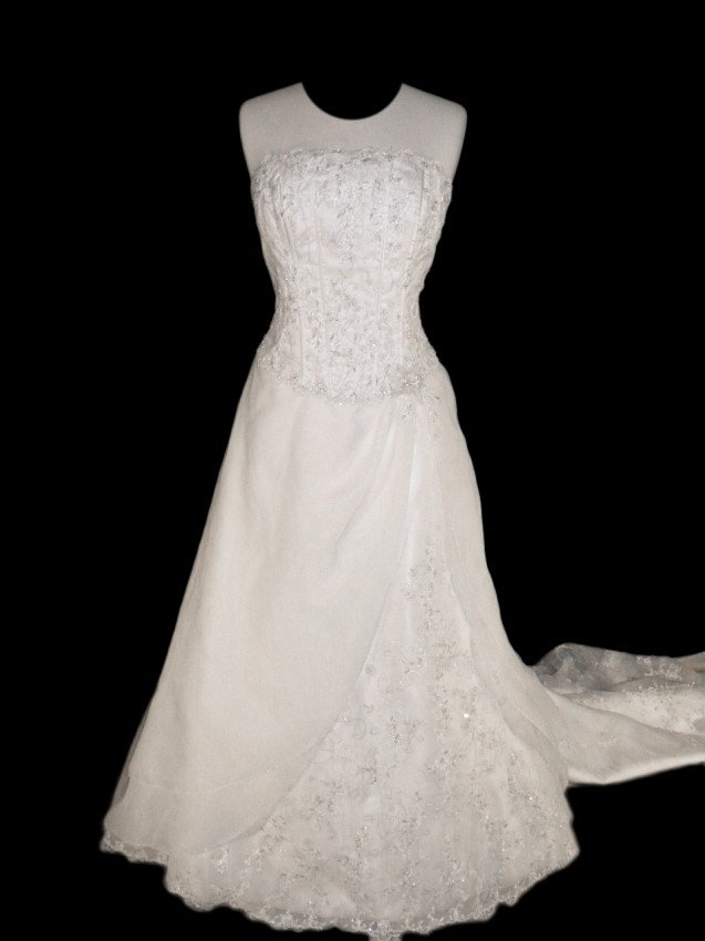 18: WEDDING GOWN by Mori Lee Size 12 Style Name/Number: