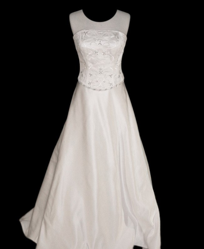 21: WEDDING GOWN by Sweetheart Gowns Size 12 Style Name