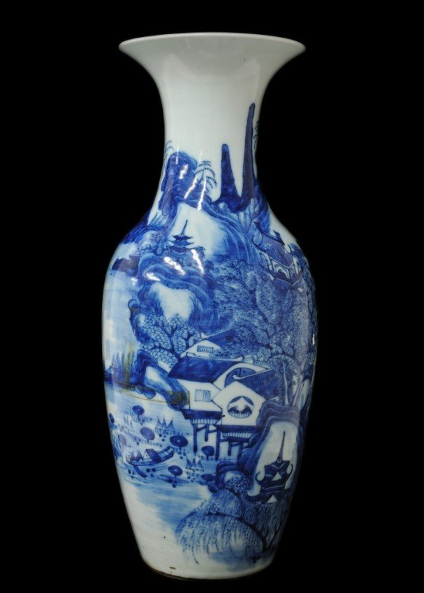12: A LARGE ANTIQUE CHINESE BLUE AND WHITE BALUSTER VAS