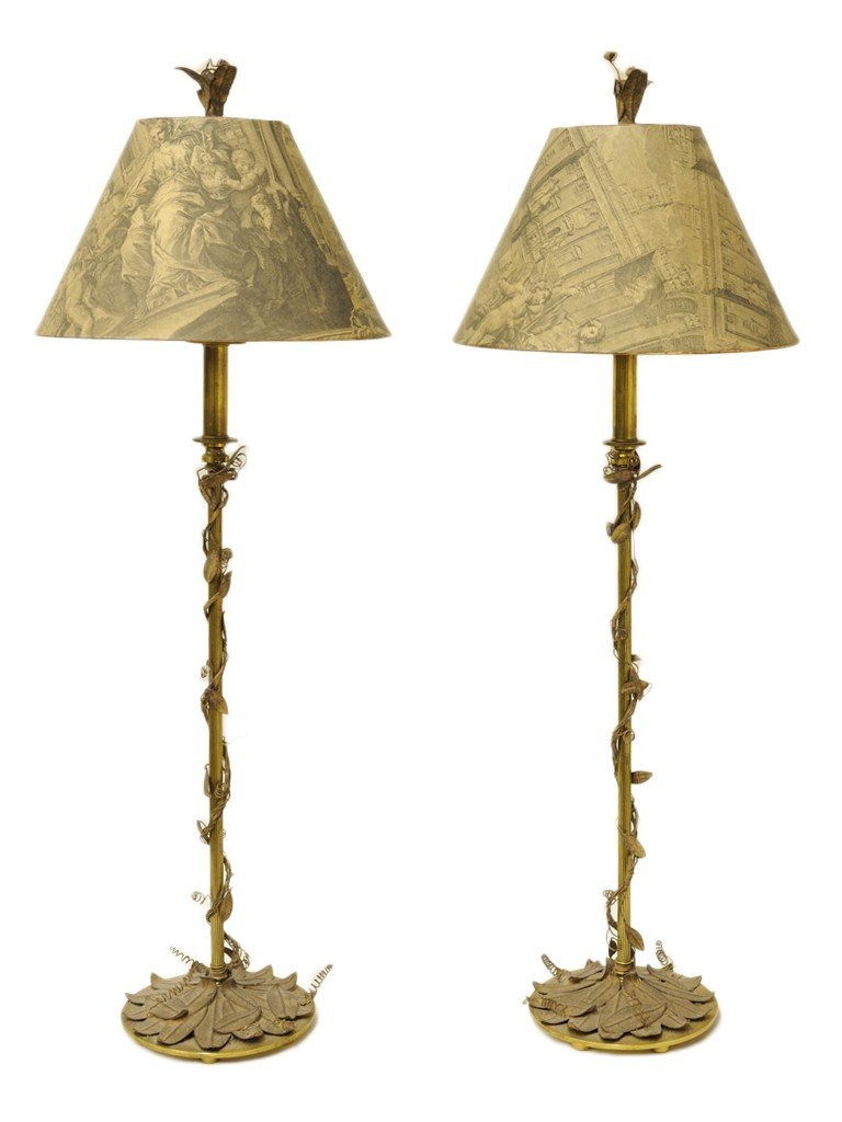 12: A PAIR OF BRASS TABLE LAMPS WITH LEAF MOTIF