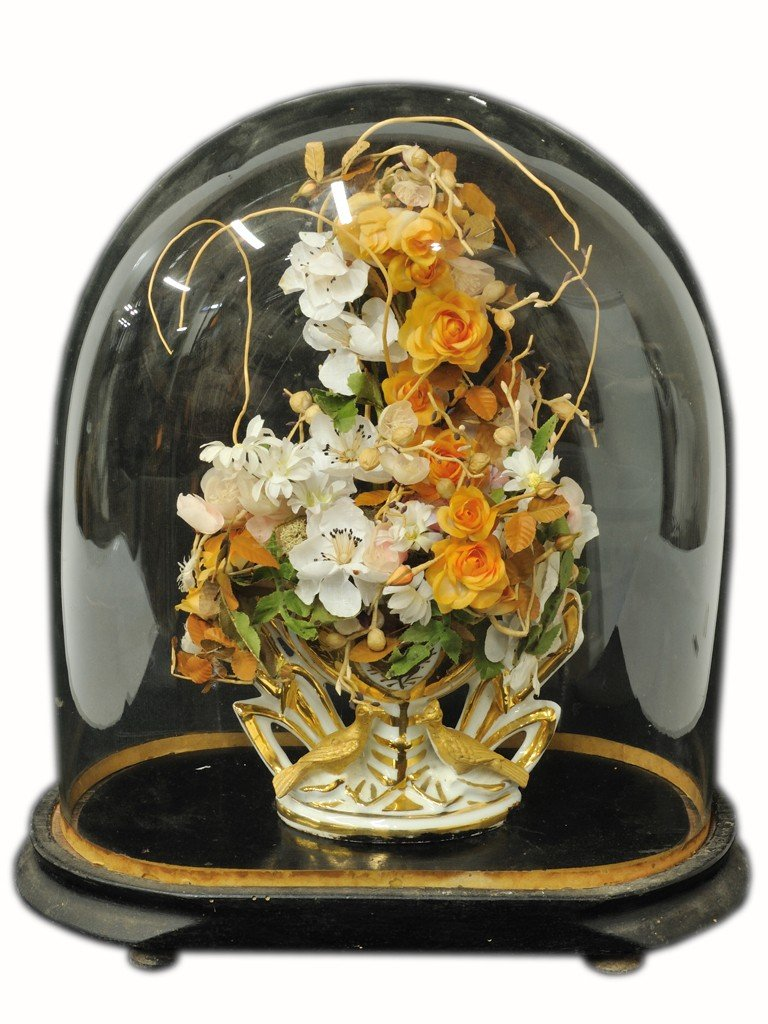 18: A FRENCH PORCELAIN VASE UNDER A GLASS DONE 19th Cen