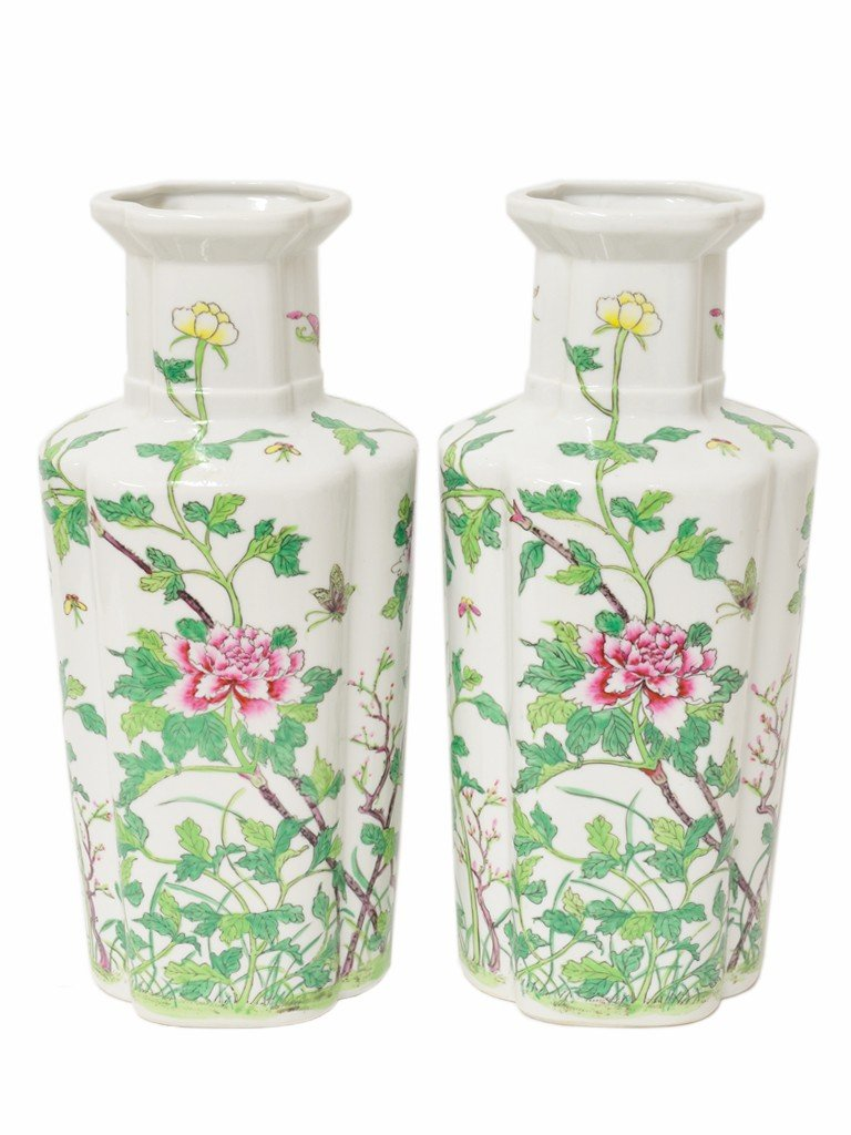 23: A PAIR OF JAPANESE PORCELAIN CASES IN SHAPED TAPERI