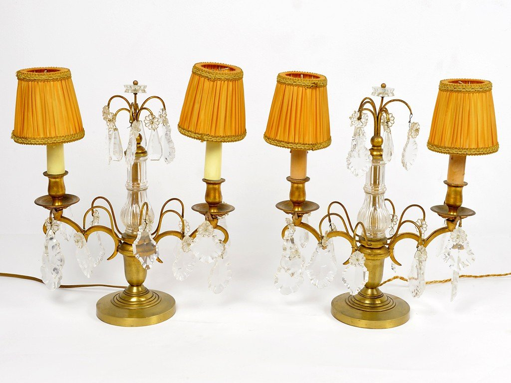 20: A PAIR OF BRONZE AND CRYSTAL GIRONDOLE TABLE LAMPS