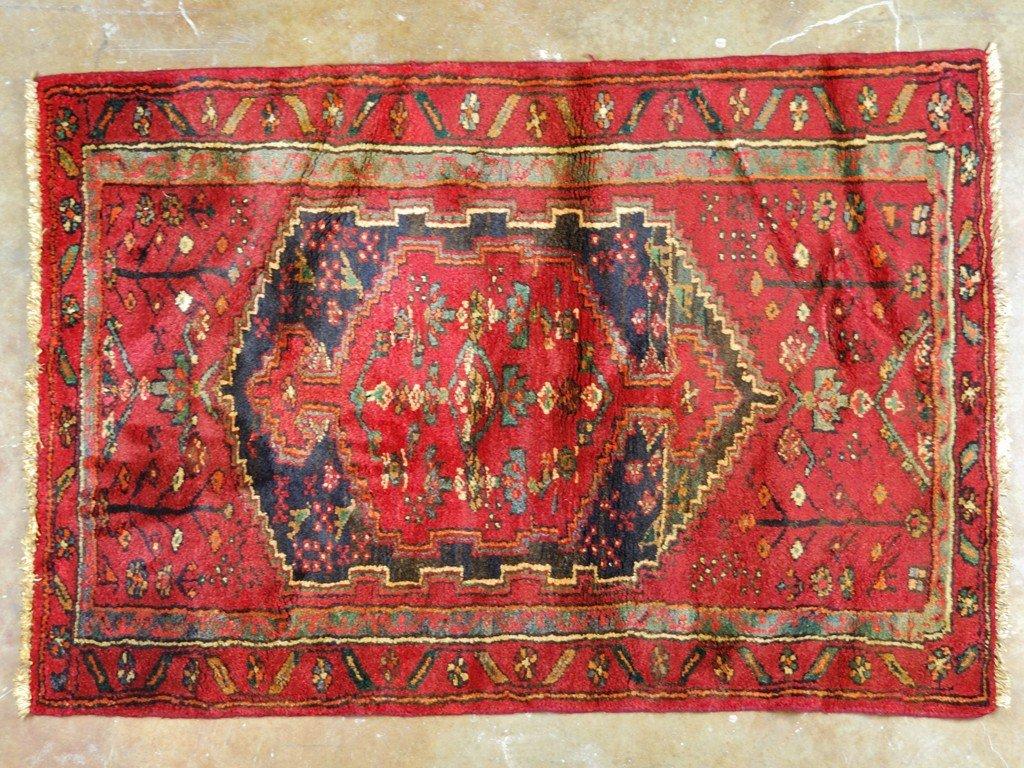 7: AN IRAN BAKTIARI RUG 3 ft x 4 ft 5 in