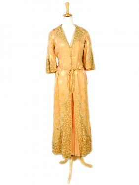 A VINTAGE LADIES SATIN AND SILK DRESSING GOWN AND N