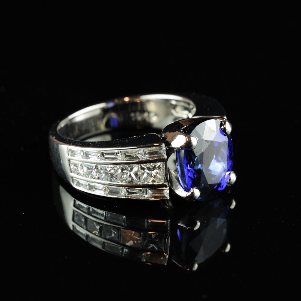 27: 14KT SAPPHIRE AND DIAMOND RING