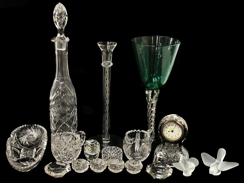 1: A LOT OF CRYSTAL AND GLASSWARE 17 pieces