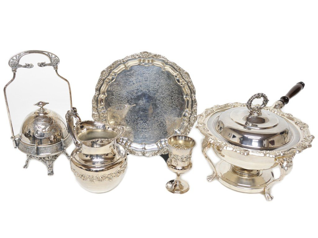 14: A MISCELLANEOUS LOT OF SILVERPLATE ITEMS 5 pieces