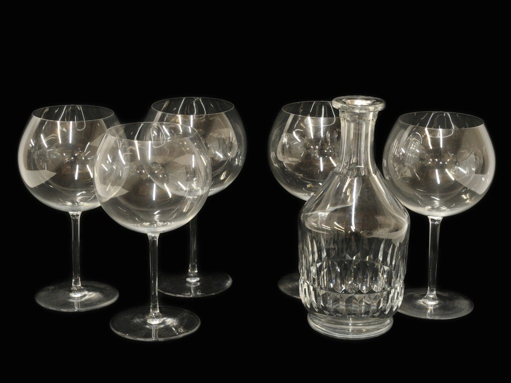 16: A BACCARAT DECANTER WITH FIVE RED WINE GLASSES