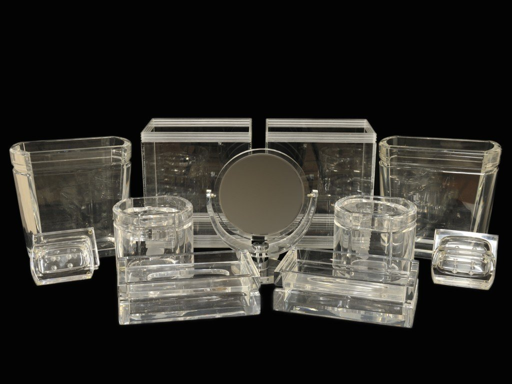 17: A GROUP OF HEAVY LUCITE BATH ACCESSORIES 13 pieces
