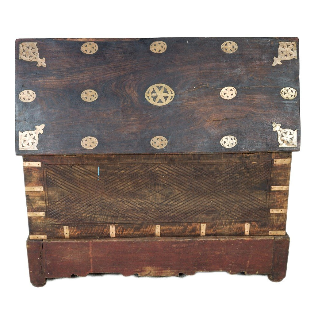 353: A RUSTIC PHILIPPINE CARVED WOOD CHEST - 3