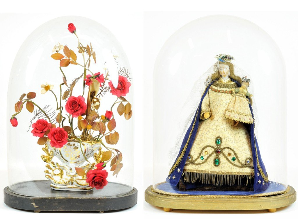 A GROUP OF TWO FRENCH DECORATIVE PIECES UNDER A GLASS D