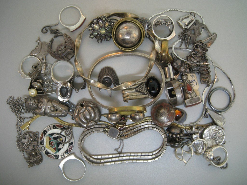 LOT CONTAINING 59 PIECES OF SILVER JEWELRY