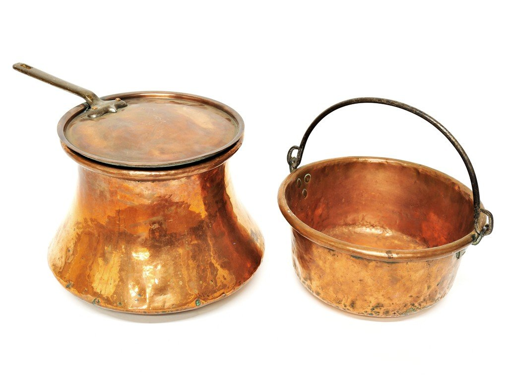 21: A GROUP OF TWO FRENCH COPPER POTS one with a lid 2