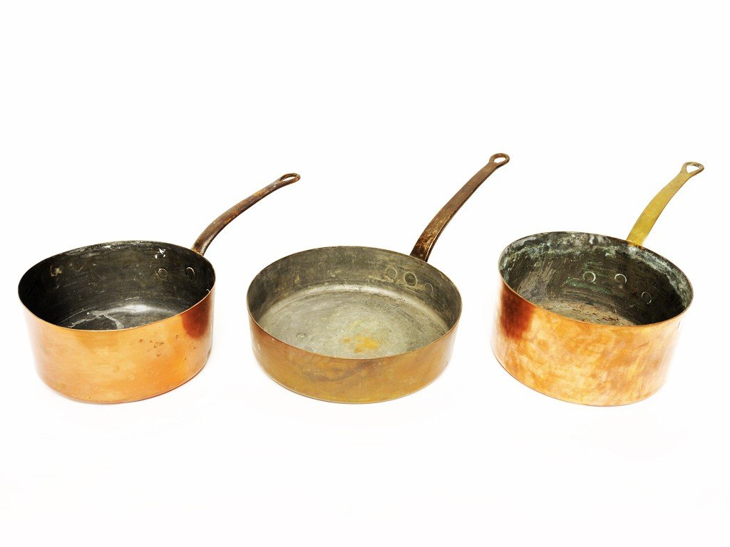 23: A GROUP OF THREE FRENCH COPPER PANS 3 pieces