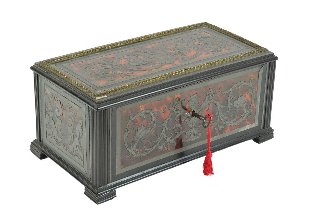 A BOULLE TORTOISE-SHELL, PEWTER, AND EBONY BOX Early 18