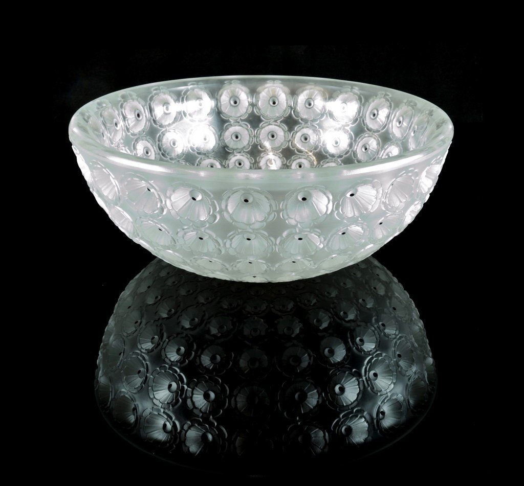 "A LALIQUE ART DECO ""COUPE MEMOURS"" CENTER BOWL René Lal"