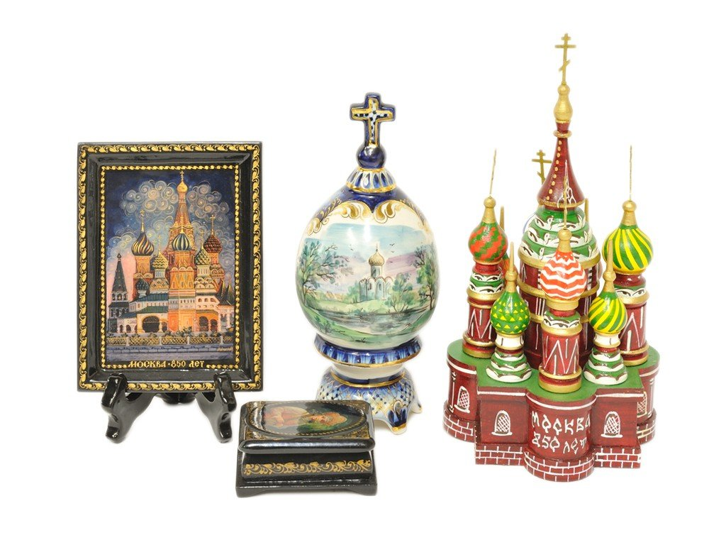 5: FOUR RUSSIAN THEMED DECORATIVE ITEMS
