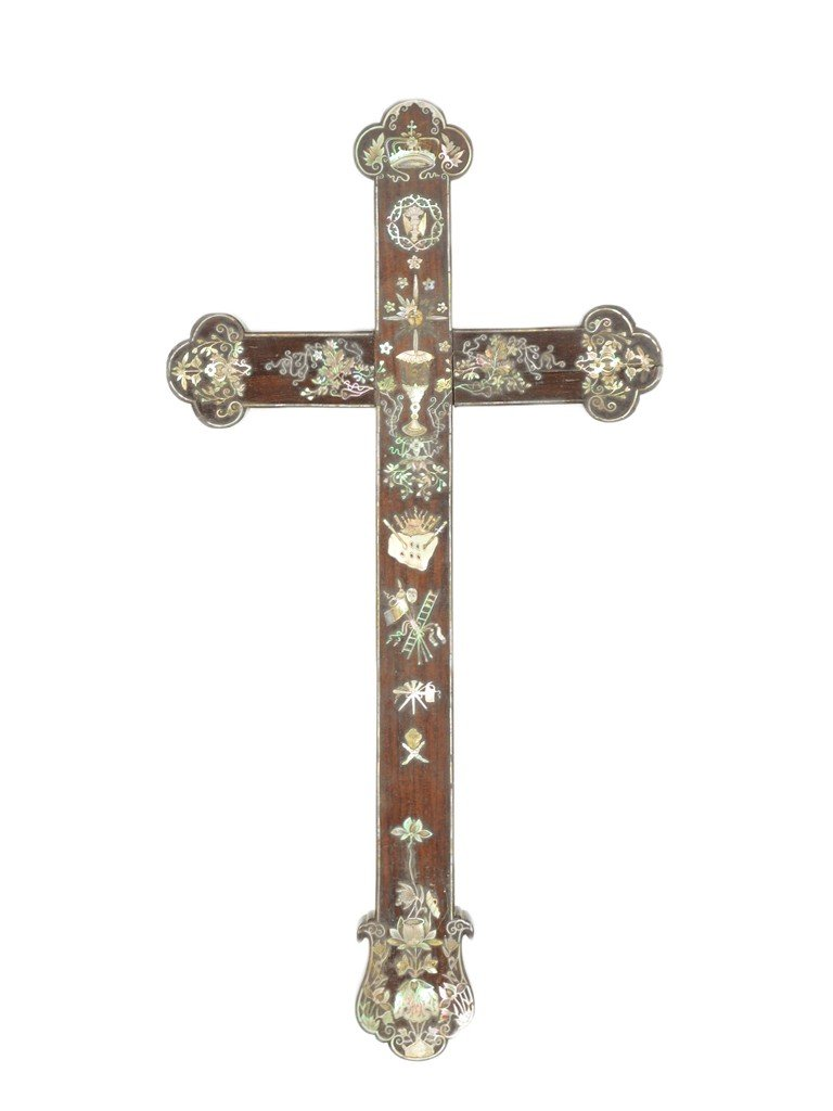 9: A NAPOLEON III ROSEWOOD CROSS WITH MOTHER OF PEARL I