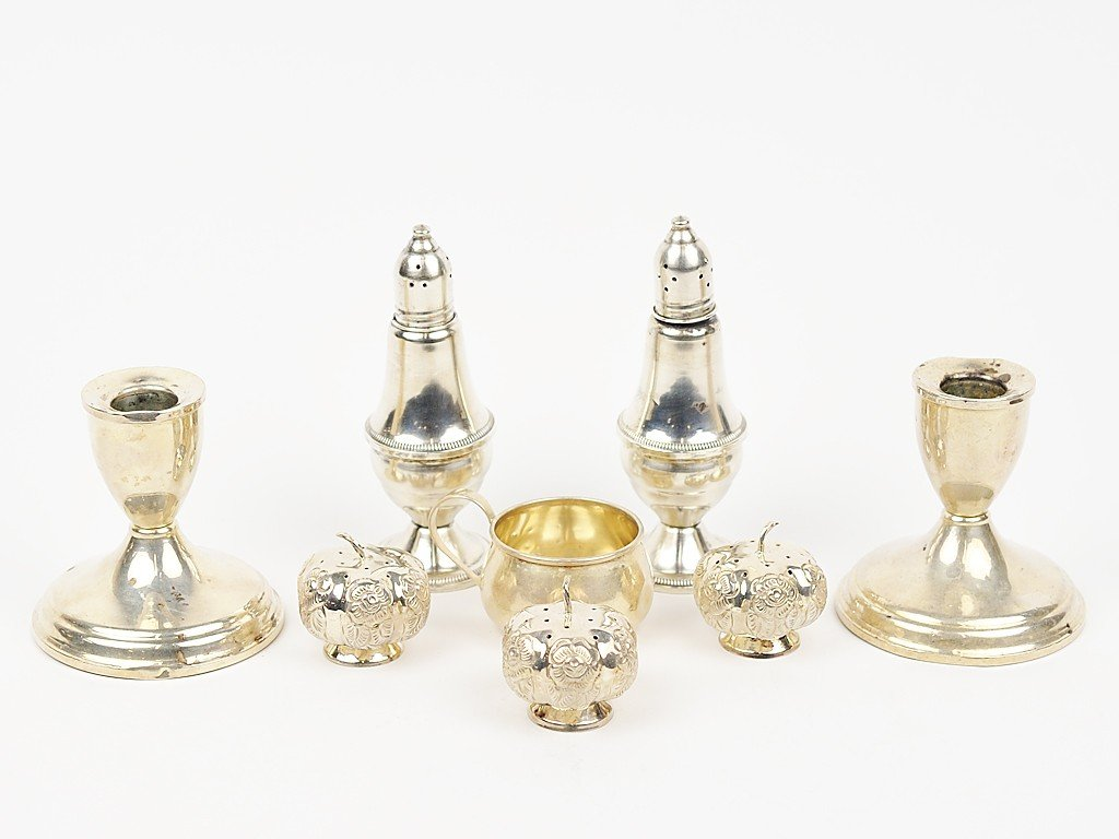 10: A MISCELLANEOUS LOT OF EIGHT STERLING PIECES includ