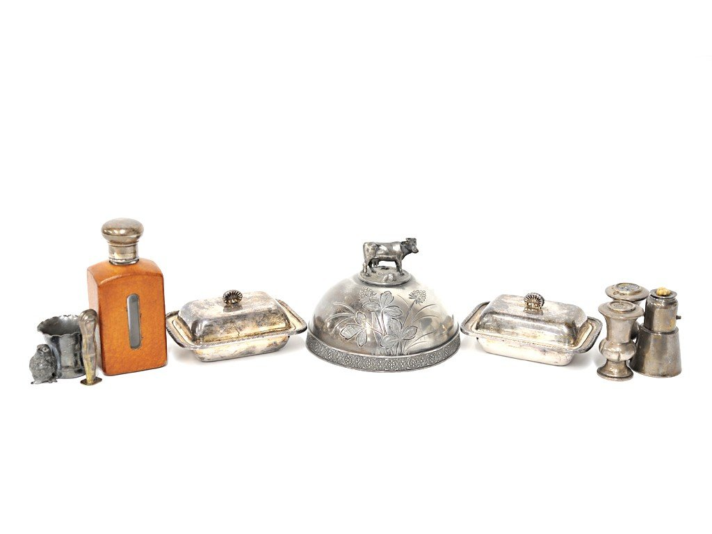5: MISCELLANEOUS LOT WITH SILVERPLATE PIECES