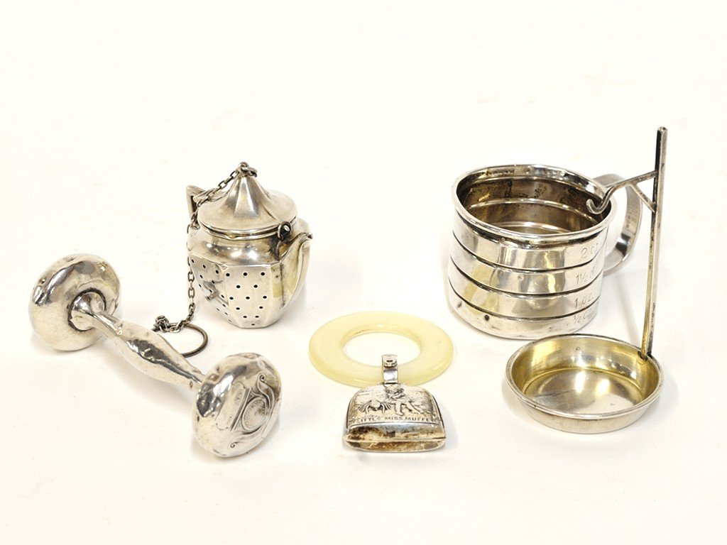 11: A MISCELLANEOUS GROUP OF STERLING SILVER ITEMS 5 pi