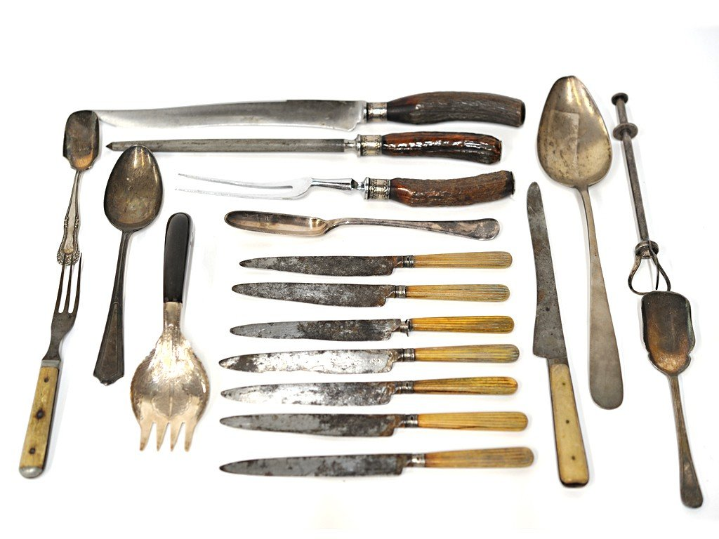 19: MISCELLANEOUS LOT WITH 19th CENTURY SILVERPLATE PIE