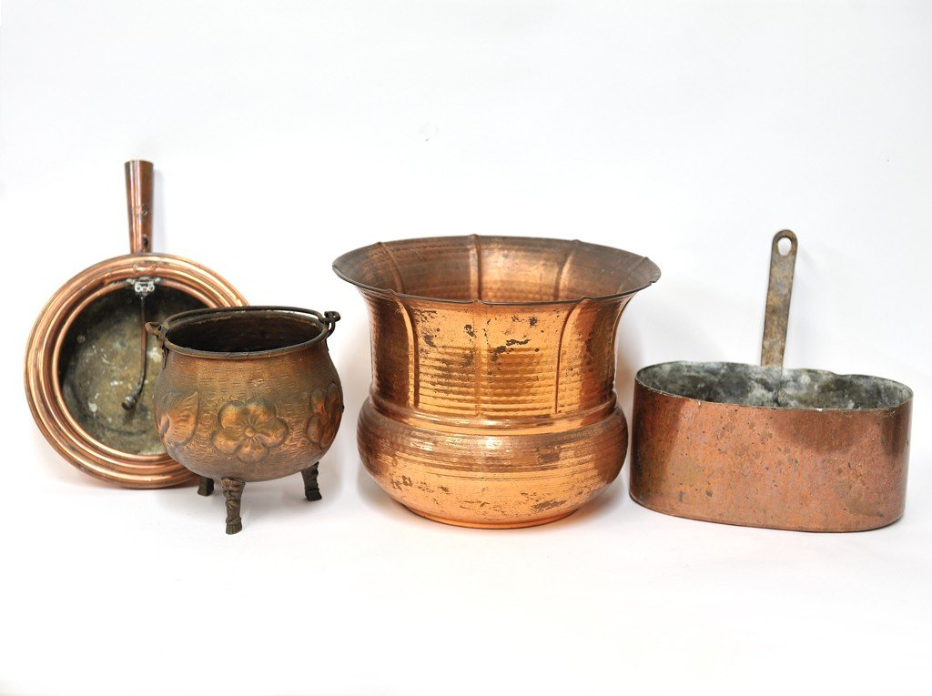 14: A GROUP OF FOUR DECORATIVE COPPER ITEMS 5 pieces