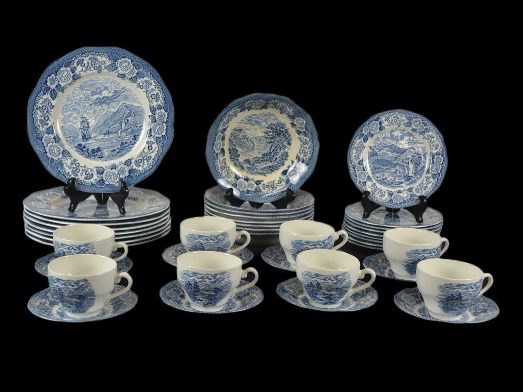 16: A GROUP OF ROYAL WARWICK CHINA 41 pieces
