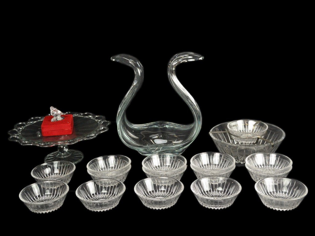 20: A GROUP OF GLASSWARE 18 pieces