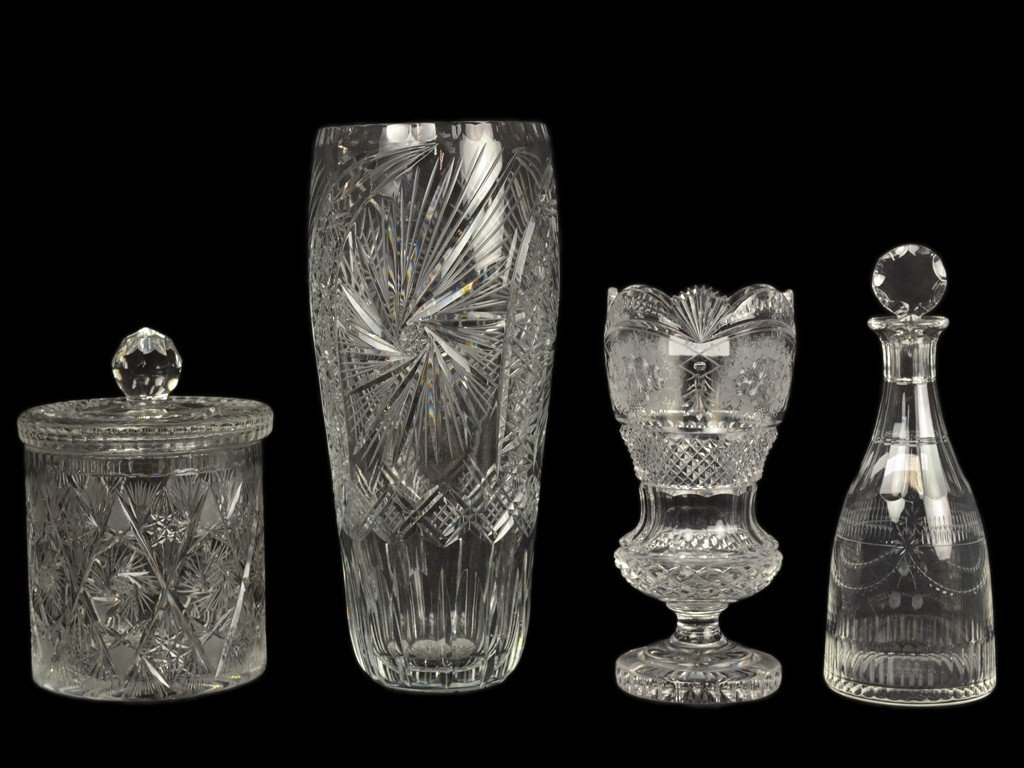 22: A GROUP OF FOUR CUT GLASS ITEMS