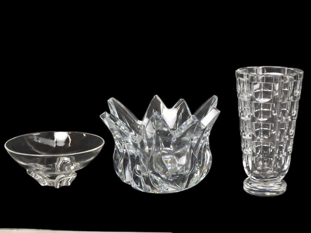 23: A MODERNIST STUEBEN ART GLASS BOWL, CENTERPIECE AND