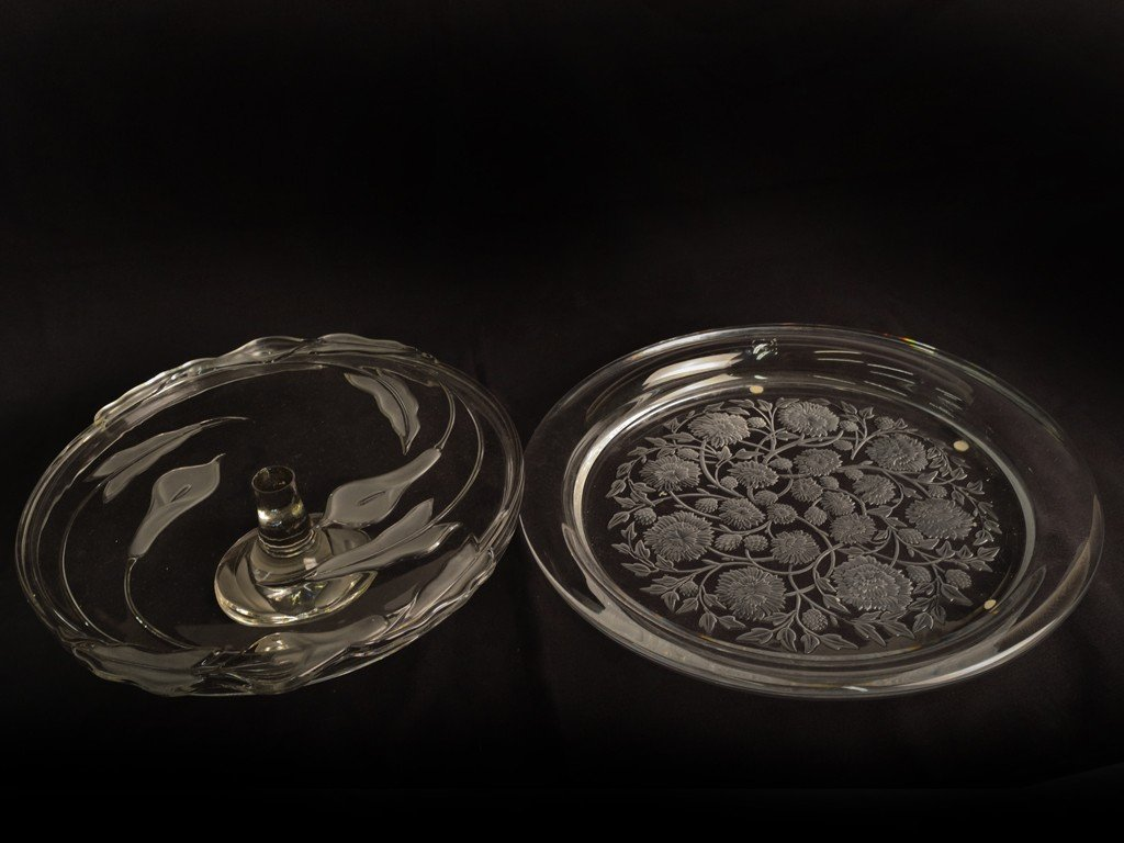 3: A SET OF ETCHED GLASS SERVING PLATTER & FOOTED CAKE
