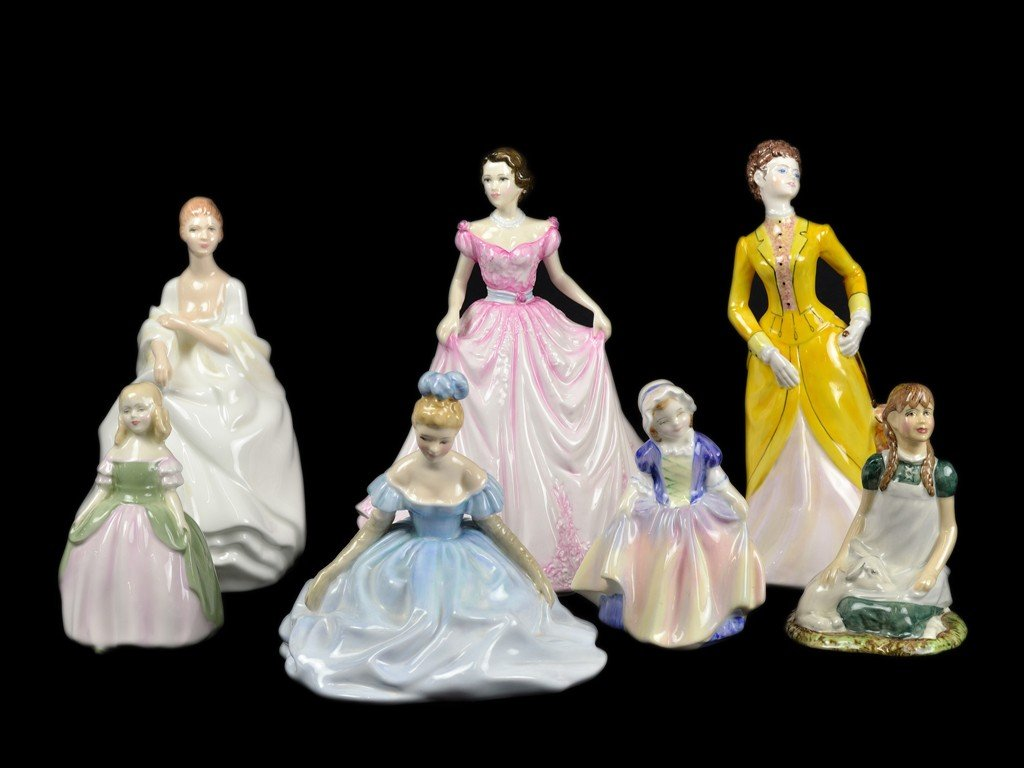 17: GROUP OF SEVEN FIGURINE 6 ROYAL DOULTON AND 1 COALP