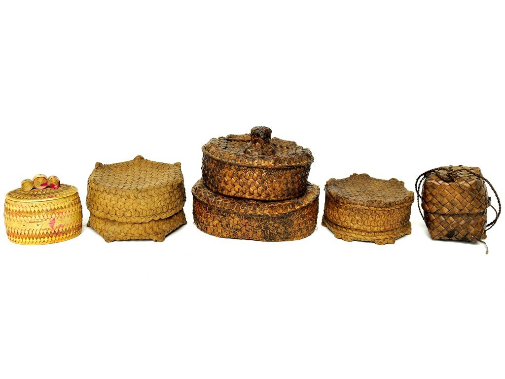19: LOT OF FIVE MISCELLANEOUS LIDDED BASKETS 5 pieces