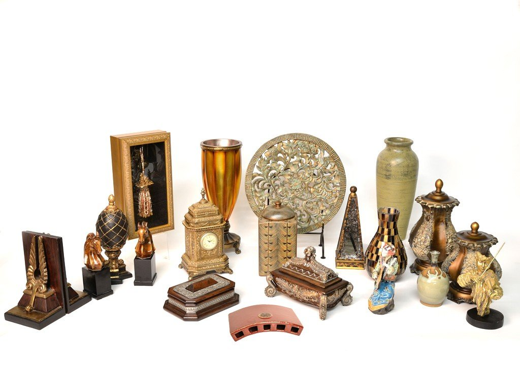 5: A LARGE LOT OF DECORATIVE ARTS ITEMS Consisting of c