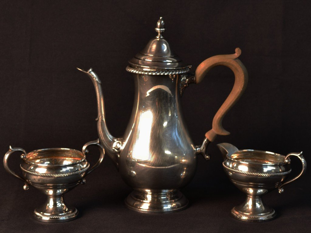 14: A STERLING SILVER COFFEE POT, CREAMER AND SUGAR BOW