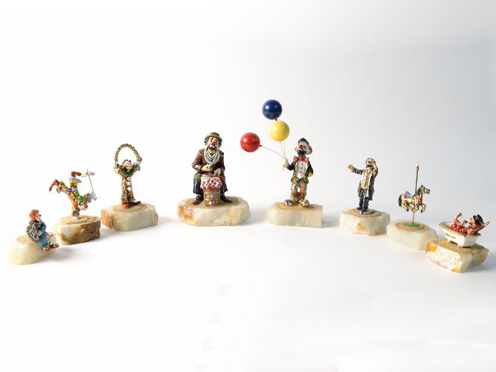 20: A LOT OF 8 RON LEE CIRCUS AND CLOWN FIGURINES