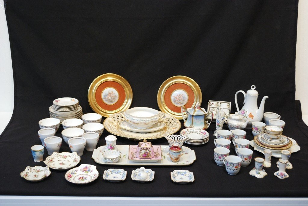 7A: A LARGE LOT OF CONTINENTAL PORCELAIN ITEMS 74 piece