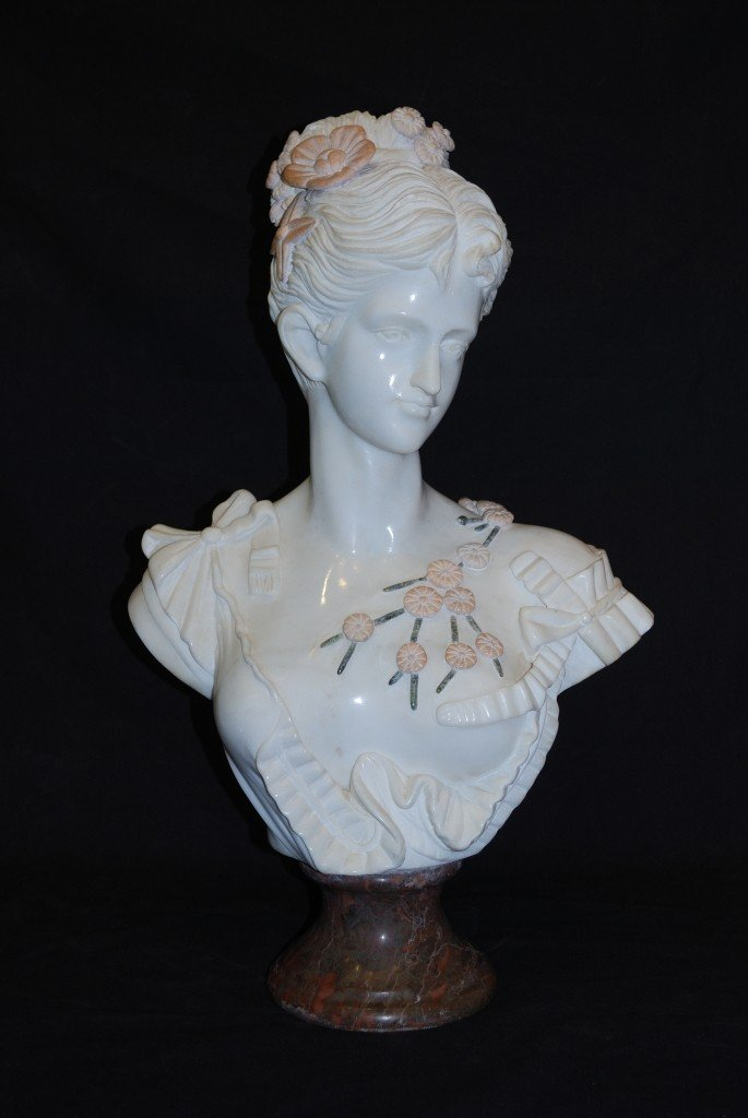 15: AN ART NOUVEAU STYLE MARBLE BUST OF A LADY