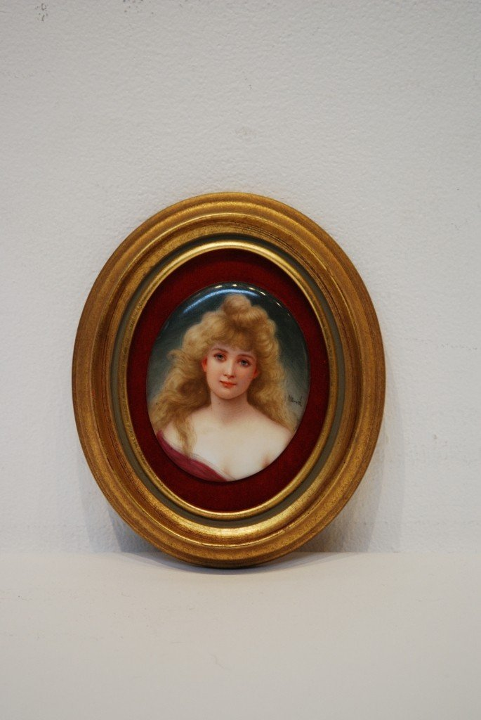 17A: A MINIATURE PAINTING OF A YOUNG LADY ON PORCELAIN