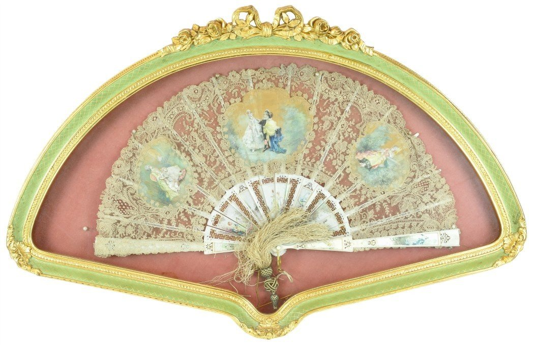 31: A FRAMED HAND PAINTED SILK AND LACE LADY'S FOLDING